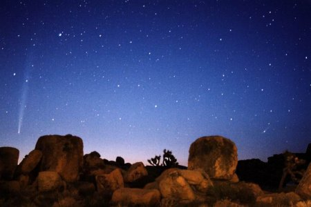 Восход комет Бредфилда и LINEAR
